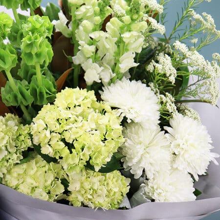 Seasonal Summer Bouquet White