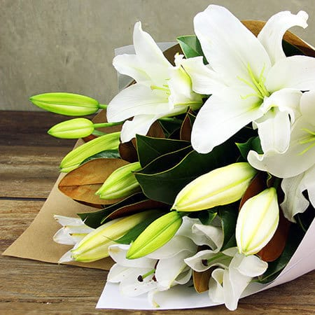 For chic mums lily bouquet