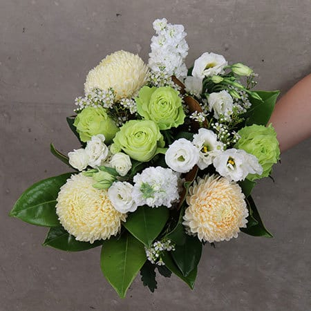 Close-Up-Bonny-White-Bouquet