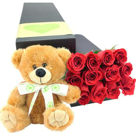 Teddy bear with roses