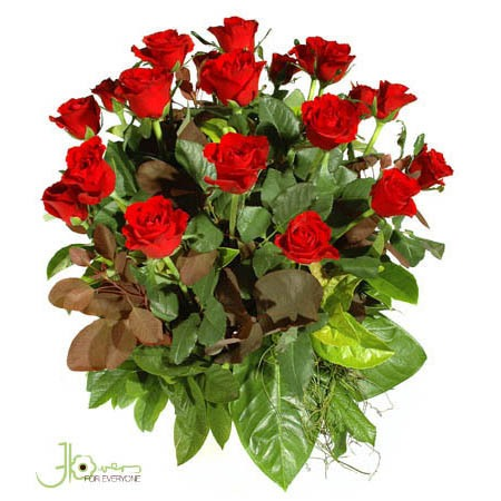 roses-in-ceramic-pot-arrangement