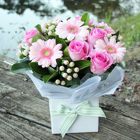 Pretty in Pink Boxed Flowers (Brisbane Only)