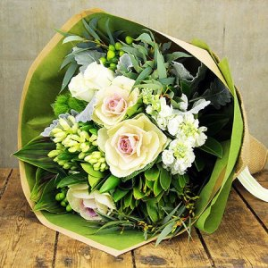 Creamy Winter Posy (Sydney Only)