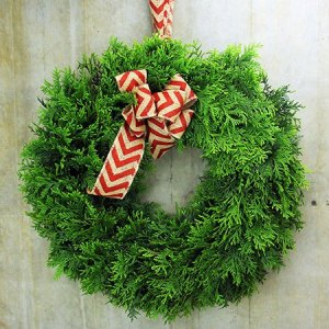 Fresh Evergreen Wreath with Free Xmas Candle (Sydney Only)